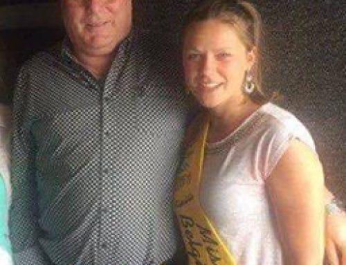 Finaliste Miss Coast Belgium '17-'18 Phebe Vermeersch op bezoek bij Radio Kompas in Diksmuide