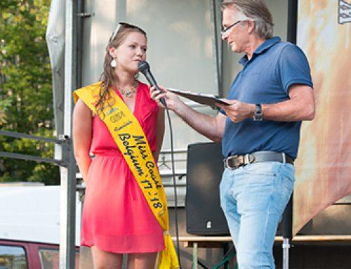 Finaliste Miss Coast Belgium '17-'18 Phebe Vermeersch stelt zich voor op de jaarlijkse Zomerloop van Bredene